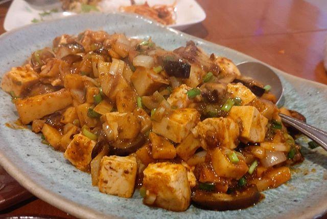 筍姫の麻婆豆腐(おとな編)タケノコ×豆腐×茄子×しいたけ×新たま×ネギ×ニラ食材だけで元気出そうタケノコは、元~中ほどまでの部分を使いました。元は賽の目状にカット、中はスライスなどちょっと変えてみました~あとは、材料を炒めて市販の麻婆豆腐の素を合わせるだけ!ジューシーなタケノコは中華のタレに負けない存在感!最後に投入したシャキシャキの新たまねぎも旨いタケノコ  中華に最強に合いますね #筍姫 #阿波たけのこ農園 #筍姫の里 #麻婆豆腐 #マーボー豆腐 #マーボー #中華 #農家めし #国産 #地産地消 #食育 #国産タケノコを食べよう #タケノコ #タケノコレシピ #tokushima #japan #bambooshoots