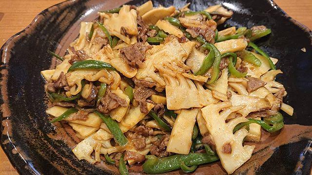 筍姫のチンジャオロースタケノコ料理といえばこれ!細切りではなく、シャキシャキ食間が楽しいスライスバージョン各家庭で材料も切り方もいろいろどれもごはん進むのは変わりない#筍姫 #チンジャオロース #青椒肉絲 #タケノコ #タケノコレシピ #ご飯のお供 #tokushima #国産 #国産タケノコを食べよう #阿波たけのこ農園