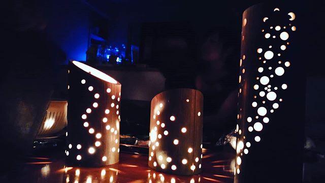 おうちプラネタリウム☆中には本物のろうそくが入ってます子供さんたちのリクエストでいっぱい火をつけましたきれい~っていいながらみんなで見とれた幸せタイムもっとごっついやつを作りたいというモチベーションも上がっています️ #阿波たけのこ農園  #竹 #竹灯り #プラネタリウム #おうちプラネタリウム #ランタン #ランプシェード #lampshade #bamboo #lamp