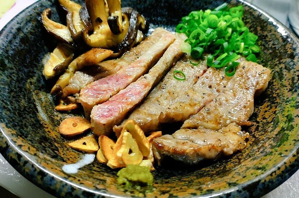 徳島ぜいたくプレート阿波牛としいたけ侍を手づくりゆず胡椒で頂きましたうまい徳島の食材に感謝#阿波牛 #しいたけ侍 #ステーキ #steak #ゆず胡椒  #阿波たけのこ農園 #地産地消